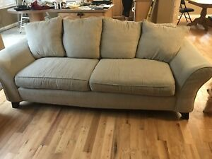 Couch Beige chesterfield