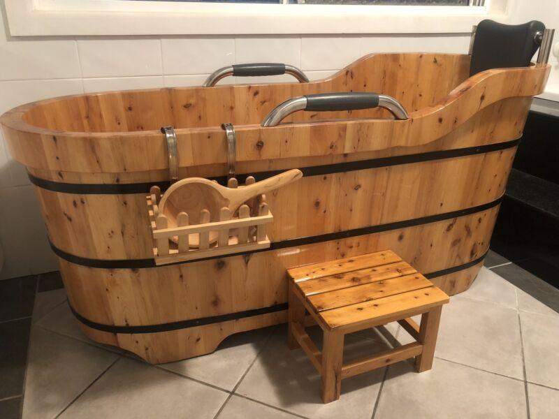 Cedar Wood Japanese Soaking Bathtub - Brand New | Building Materials ...