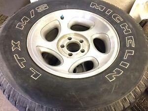 255/70/16 Michelin LTX tire+rims 90%