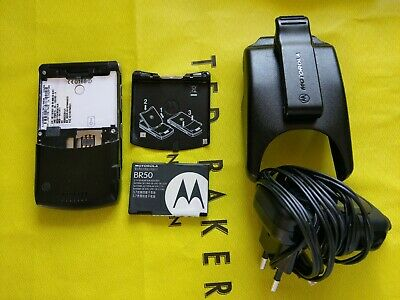 Motorola RAZR V3 - Nice Black (Unlocked) Mobile Phone Bundle