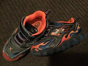 ATHLETIC WORKS BRAND, SIZE 8 SHOE, VELCRO WITH LIGHTS