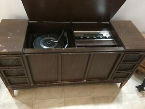 Antique record player/radio