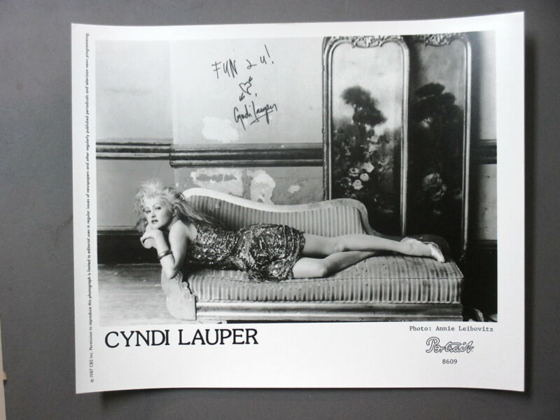 Cyndi Lauper promo photo 8X10 Original glossy black & white 1987 HOT !