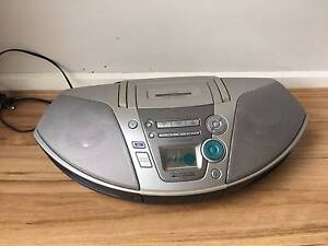 portable CD radio with tape deck Hampton Bayside Area Preview