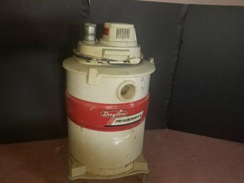 Dayton Wet/Dry Vacuum 2Z982F white