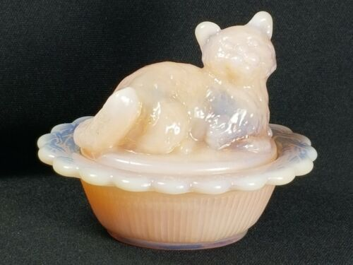 Mosser Covered Salt/Trinket Box, Opalescent Pink Cat, Perfect Mint Condition