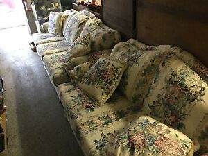 Beautiful sofa and love seat $350 for set