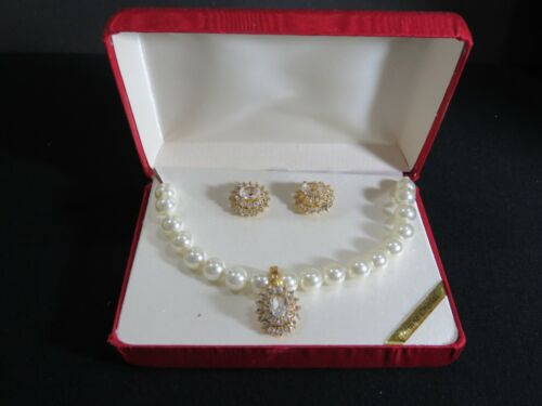Gorgeous VTG Genuine Crystal Knotted Faux Pearl Necklace Earring Set Gold  B6744