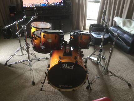 Pear drum kit with gator hard cases