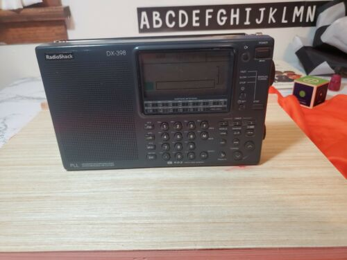 Radio Shack DX-398 Shortwave Radio FM AM MW SW LW. Excellent