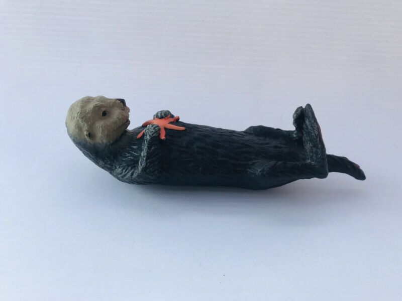 OTTER WITH STARFISH by Safari Ltd toy 252829