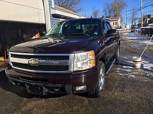 2009 CHEV SILVERADO!!! FULLY LOADED!