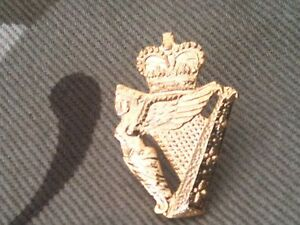Ulster-Defence-Regiment-Lapel-Military-Badge