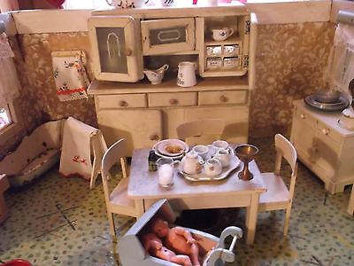Antike,prächtige Puppenküche mit sehr viel Originalzubehör,grosse Puppenstube