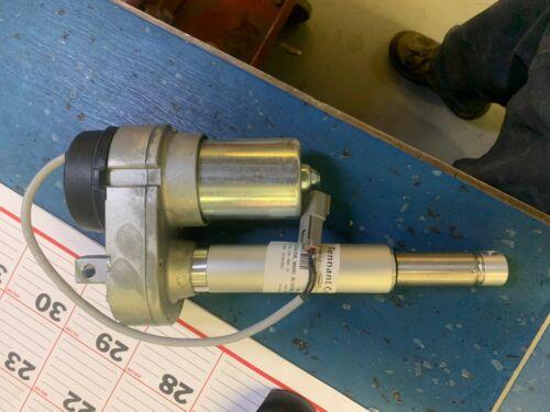 1056702 - Tennant - Actuator (Damaged Plastic)