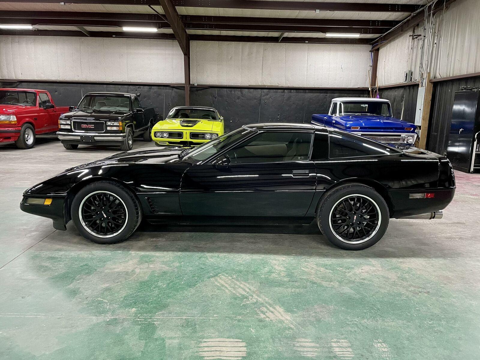 1996 Black Chevrolet Corvette     C4 Corvette Photo 2