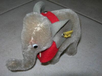 Steiff Elefant 60er Jahre Antik, mit Knopf und Stoßzähne roter Kragen, 13 x 10cm