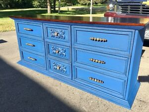 Vintage Dresser / Buffet Server / Media Console *Beautiful*