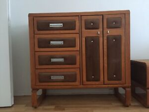 Complete bedroom set (5 pcs) made of wood to sell