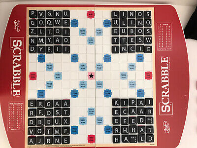 Scrabble Deluxe Edition - Rotating board with upgraded plastic tiles
