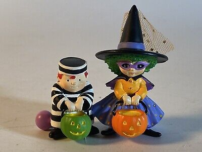 Halloween Witch & Prisoner Trick-or-treaters figurines