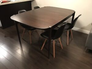 West Elm extendable dining room table < 1 year old