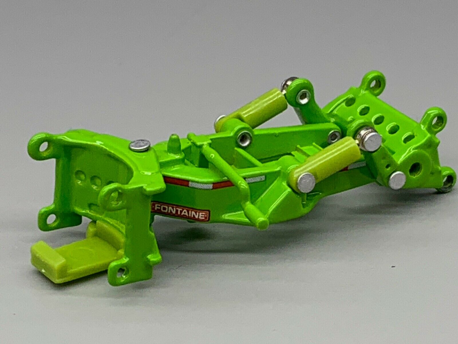 1/64 DCP LIME GREEN FONTAINE MAGNITUDE LOWBOY SPREADER