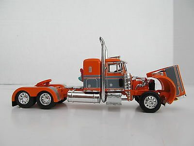 DCP 1/64 SCALE 379 PETERBILT SMALL BUNK (DAY CAB OPT) ORANGE WITH GRAY STRIPE 3