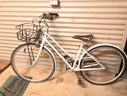 Giant Liv Ladies Bike For Sale. Ready to ride.