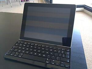 iPad 2 16gb WIFI + Logitech Ultrathin Keyboard Cover Darlinghurst Inner Sydney Preview