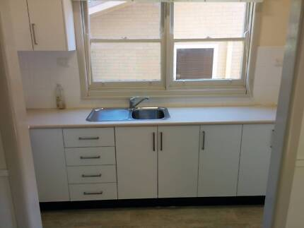 Second hand white Laminex Kitchen, great condition Mount Colah Hornsby Area Preview