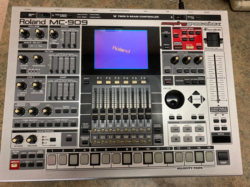Roland MC909 Music Sampler Groovebox 3076211-1