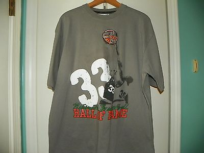 LARRY BIRD #33 NAISMITH BASKETBALL HALL OF FAME 100% COTTON TAN  SIZE M TEE