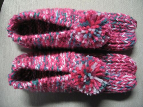 """NWOT Amish House Slippers Hot Rose Mix Womans Small/Med Mans X Sm 8 1/2"""""""