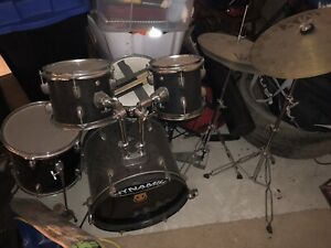 Dynamic Drum Set