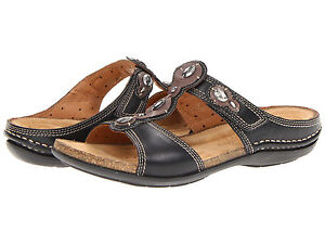 Clarks Unstructured Women's Un.Surf Leather Slide T-Strap Sandal