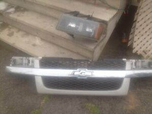 Chevy Colorado grill and headlight $50