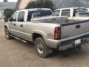 Wheels and tires off 07 gmc 3/4 ton