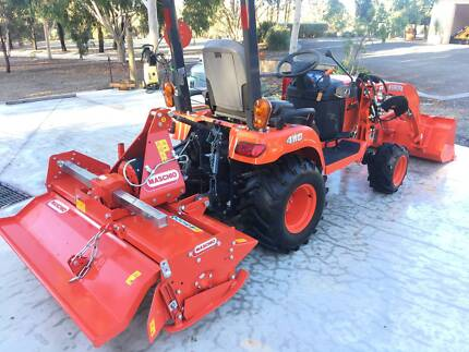 Kubota Tractor BX2660 with front end loader & rotary hoe