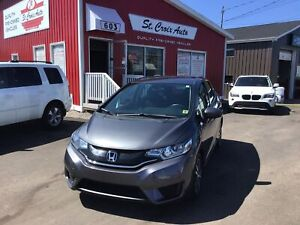 2017 Honda Fit SE, Very Low KM, Back up camera, Heated seat