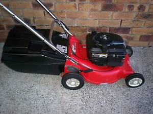 BRIGGS STRATTON 4 STROKE,SELF PROPELLED LAWN MOWER.CATCHER! Runcorn Brisbane South West Preview