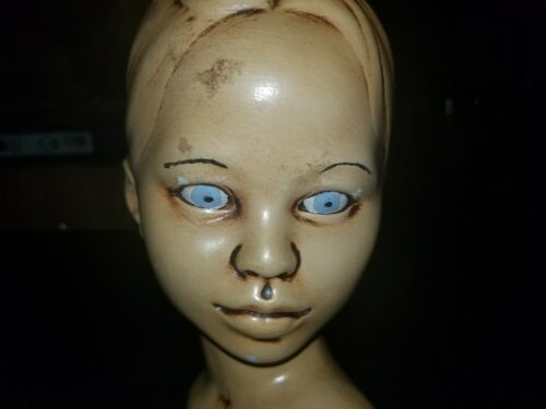 VINTAGE WOODER MANNEQUIN HEAD  HAT BLOCK  INCREDIBLE DETAIL  (1973)