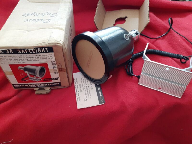 No 3A Deluxe Safelight Testrite Instrument Co with original box