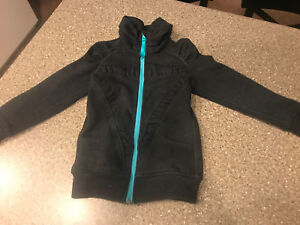 Ivivva zip up sweater size 6 *great condition*