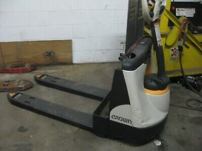 Crown Electric Industrial Pallet Jack 48 Forks Very Low Hours 4500 Lb