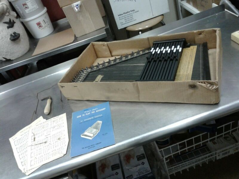 Autoharp 1953 with original box and manual also has the tuner ONE OWNER