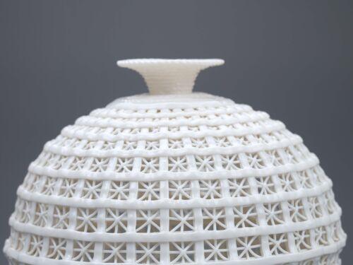 Chinese Porcelain Hand-carved  Hollowed Art White Vase G178