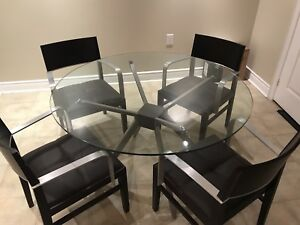 Amazing High End Table and Chairs