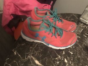 Size 11 woman's UA sneakers
