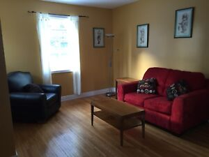 2 BEDROOM, DEN FULLY FURNISHED UPPER DUPLEX WELLINGTON CRESCENT